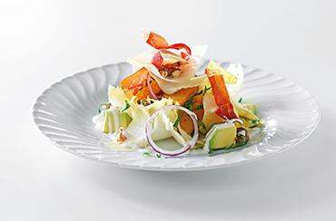 Appelsin og avokadosalat m/ sprød serranoskinke