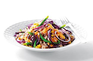 Kulørt salat med perlespelt