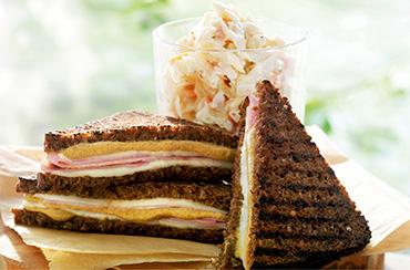 Ristet rugbrødssandwich