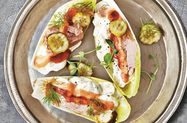 Tapas m/salatblade, kartoffelsalat, tun og salsa