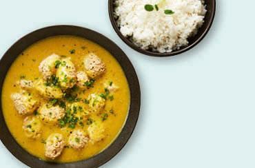 Boller i karry, ris og friske krydderurter