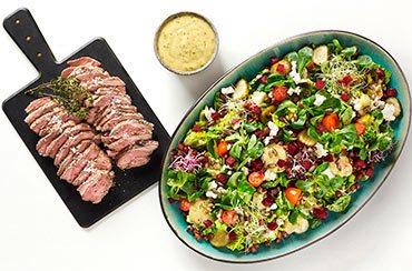 Sort kikærtesalat med skalotteløg, rødbeder og krydderurtevinaigrette